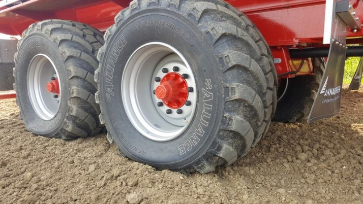 Alliance dévoile un pneu porteur VF. Crédit Photo: Alliance