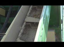 Un convoyeur remplace les vis du récupérateur de menue-paille