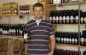 """Vincent Crosnier : """"La bière est loin d'être une tradition en Eure-et-Loir. Mais j'ai pourtant bien le sentiment de m'inscrire dans la continuité familiale puisque mon père a, depuis ses débuts, fait des choix pour diversifier son exploitation"""". Photo : S. Seysen/Pixel image"""