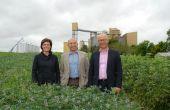 Béatrice Dupont, Pierre Weill et Stéphane Deleau devant l'usine Valorex de Combourtillé. Photo : N. Tiers/Pixel image