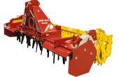 Les herses rotatives légères sont adaptés aux tracteurs 4 cylindres. Photo: Pöttinger