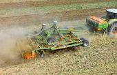 Amazone présente un système de trémie qui peut être utilisé de façon souple pour les outils non animés de préparation du sol. Photo: Amazone