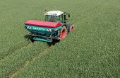 Le distributeur d'engrais Sulky Econov testé au champ par l'Irstea. Photo: Sulky